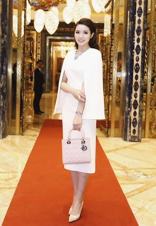 Nguyễn Cao Kỳ Duyên tham gia khai trương một thườn hiệu thời trang
