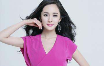 Sao Hoa Ngữ ăn chơi nhất năm 2017 Dương Mịch mua balo túi xách tiền tỉ