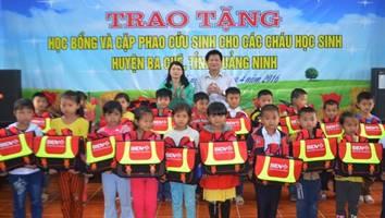 200 cặp phao balo cứu sinh được trao cho học sinh huyện Ba Chẽ