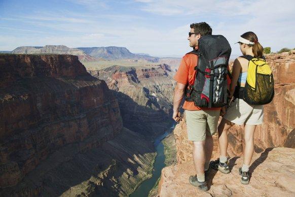Balo du lịch là lựa chọn không thể thiếu trong những chuyến đi xa