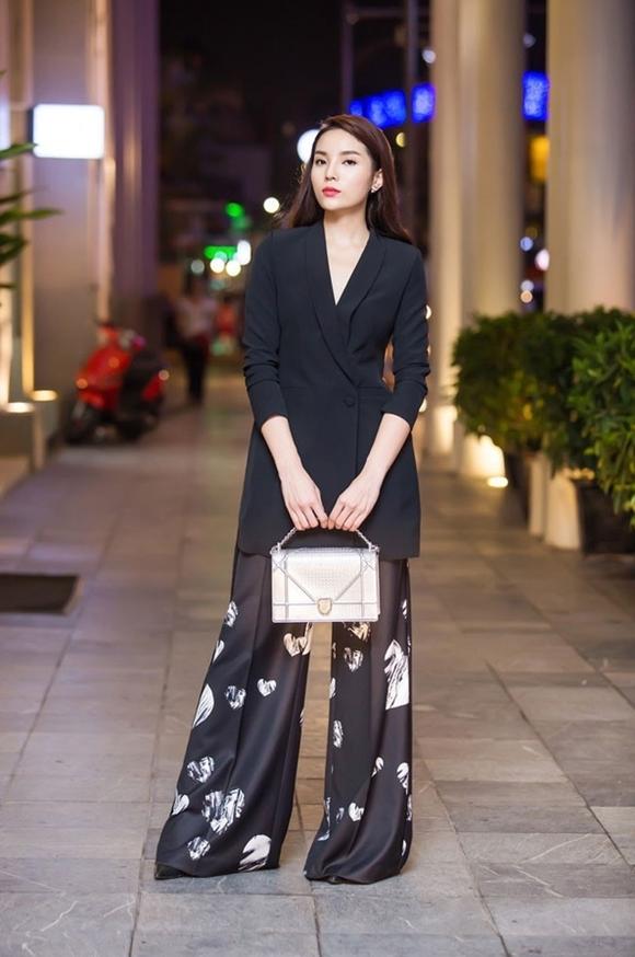 Kỳ Duyên lộng lẫy trong showroom thời trang cùng chiếc túi Diorama