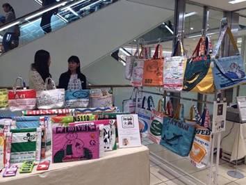 Đi tìm chủ nhân những chiếc túi cám cò gây sốt thị trường Nhật